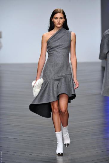 vestido gris claro